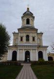 在门上的钟楼在Vysotsky修道院里在Serpu 库存照片