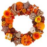 在门的圣诞节花圈,礼物,当桂香和柑橘,被做在彩色塑泥技术 库存照片