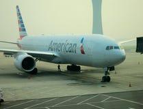 在门的美国航空飞机 图库摄影
