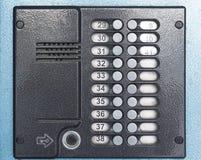 在门的老灰色对讲机 免版税库存图片