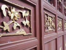 在门的花 免版税库存照片