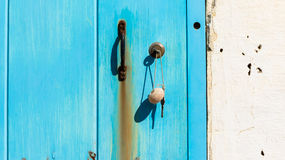 在门的钥匙 免版税库存图片