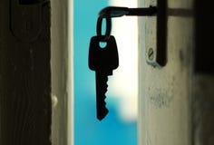 在门的钥匙 库存照片