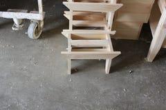 在门诺派中的严紧派的村庄的手工制造传统门诺派中的严紧派的木家具 库存照片