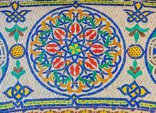 在门附近的马赛克对王宫在摩洛哥 免版税库存照片