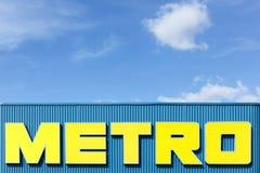 在门面的地铁商标 免版税库存图片
