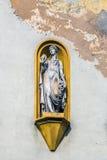 在门面的寓言的雕象 免版税库存照片