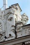 在门面的浅浮雕在里加,拉脱维亚 免版税库存图片