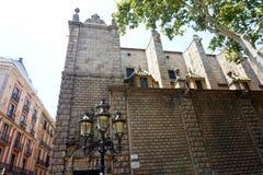 在门面的灯笼其中一个前面La的兰布拉美丽的房子在巴塞罗那 库存照片
