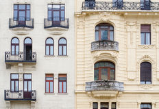在门面的Windows在新巴洛克式的样式 布达佩斯,匈牙利 库存图片