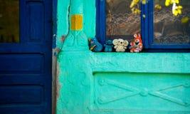 在门廊的玩具 库存图片
