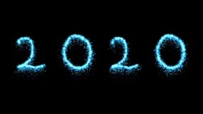 在闪烁上写字的2020个蓝色微粒反对黑背景 新年庆祝背景 影视素材