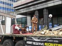 在阁下市长展示3014的军队汽车 伦敦 免版税库存照片