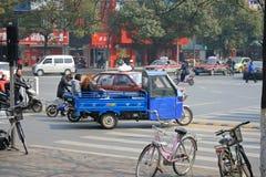在阜阳中国街道上的自行车  免版税库存图片