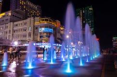 在阮惠走的街道上的五颜六色的喷泉在胡志明市,越南 免版税库存图片