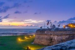在防御墙壁-卡塔赫钠de Indias,哥伦比亚的日落 免版税库存图片