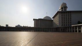 在阳光下的美丽的Istiqlal清真寺 免版税库存图片