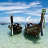 在阳光天的小船 免版税库存照片