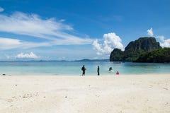 在阳光天的海滩在泰国 免版税库存图片