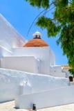 在阳光沐浴的西班牙教会 免版税库存照片