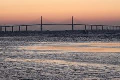 在阳光Skyway桥梁的日出 库存照片