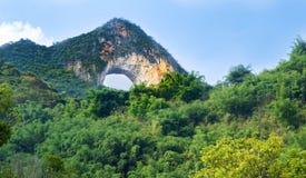 在阳朔中国虚度形状的岩石,一个旅游胜地 图库摄影