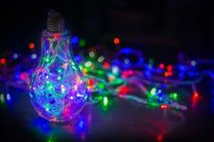 在阴影的抽象背景电灯泡多颜色bokeh 图库摄影