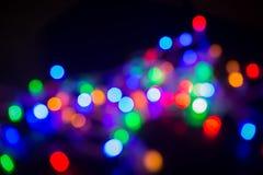 在阴影的抽象背景电灯泡多颜色bokeh 免版税库存照片