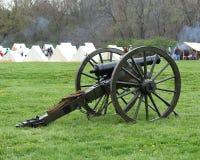 在阵营的南北战争大炮-南北战争再制定 免版税库存图片