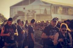 在阶段下的摄影师在音乐会, Hellfest 库存照片