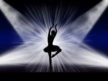 在阶段的跳芭蕾舞者 免版税库存照片