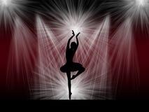 在阶段的跳芭蕾舞者 免版税图库摄影