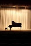 在阶段的钢琴 免版税库存图片