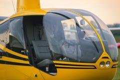 在阶段的黄色葡萄酒直升机 关闭 免版税库存照片