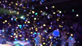 在阶段,从阶段的研讨会观众的话筒在背景,音乐会报告人会议表现展示党声音 影视素材
