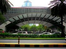 在阿亚拉大道, makati城市,菲律宾的菲律宾证券交易所 库存照片