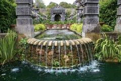 在阿伦德尔城堡庭院用木材建造喷泉在阿伦德尔,西萨塞克斯郡,英国 免版税库存图片
