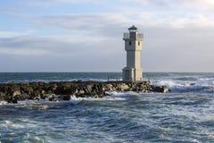 在阿克拉内斯,冰岛港的灯塔  免版税库存照片