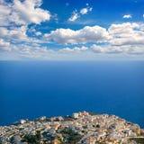 在阿利坎特白色海岸的Benitachell与蓝色地中海 库存照片