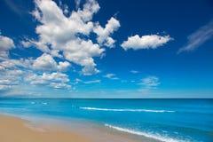 在阿利坎特Denia白色海岸的美丽的海滩  库存照片
