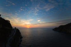 在阿卡普尔科la quebrada的美好的日落 免版税库存照片
