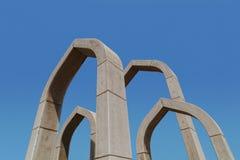在阿吉曼环形交通枢纽,阿联酋的曲拱 免版税库存照片