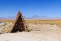 在阿塔卡马沙漠的木圆锥形帐蓬 免版税库存照片