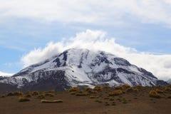在阿塔卡马沙漠虚度谷或瓦尔de la与火山的月/月球风景 免版税库存图片