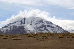 在阿塔卡马沙漠虚度谷或瓦尔de la与火山的月/月球风景 免版税库存照片