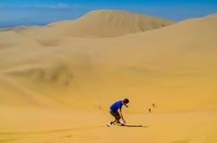 在阿塔卡马沙漠, Huacachina,伊卡大区,秘鲁绿洲的沙子搭乘乐趣  图库摄影