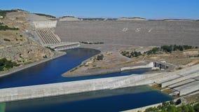 在阿塔图尔克水坝的看法在幼发拉底河在土耳其 图库摄影