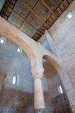 在阿奎莱亚大教堂里面的建筑学 免版税库存照片