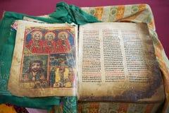 在阿姆哈拉语言的古老圣经在我们的锡安, Aksum的夫人玛丽教会里  免版税库存图片