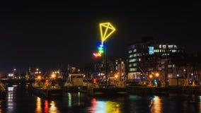在阿姆斯特丹上港的霓虹灯风筝  库存图片